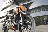 mt125 vs ktm duke 125 vergleich testbericht. Black Bedroom Furniture Sets. Home Design Ideas