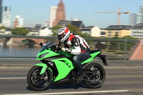 Kawasaki Ninja 300 Testbericht mit Tesvideo