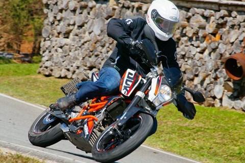 KTM 390 Duke Test mit Testvideo