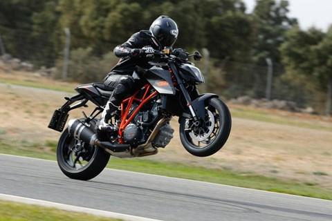 KTM 1290 Super Duke R Testbericht mit Testvideo