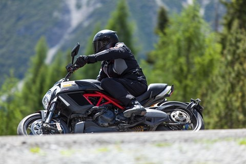 Ducati Diavel Carbon Test in den Alpen