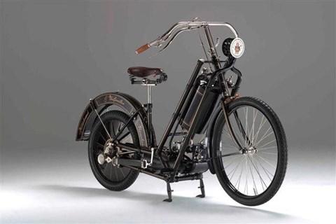Erstes Serienmotorrad