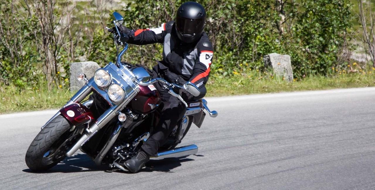 Ducati Diavel und Triumph Thunderbird Commander in den Alpen