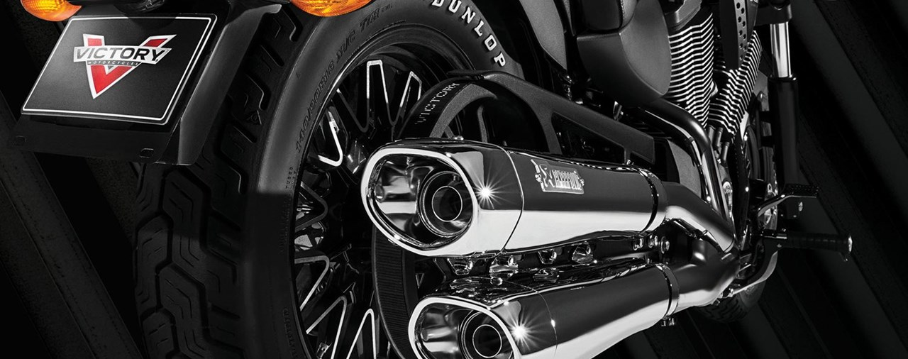 Victory Cruiser & Akrapovic Aktion
