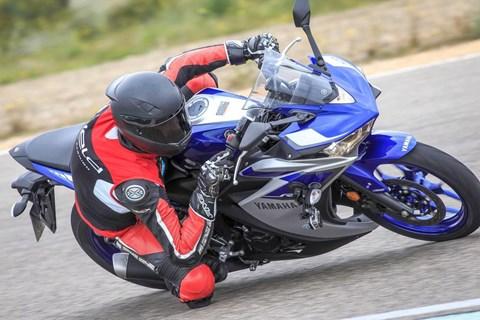 Yamaha YZF-R3 Test 2015