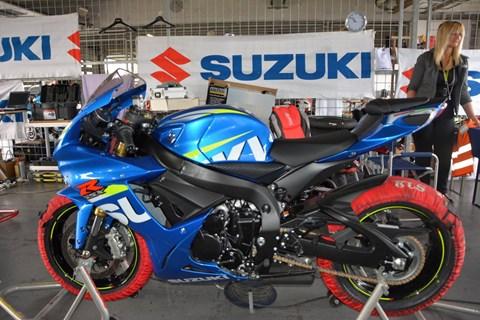 Serien Suzuki GSX-R750 im Einsatz