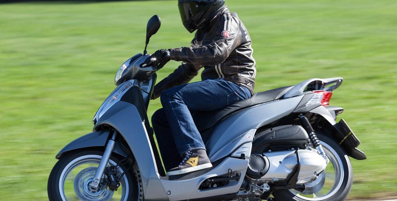 Honda SH300i Roller Test
