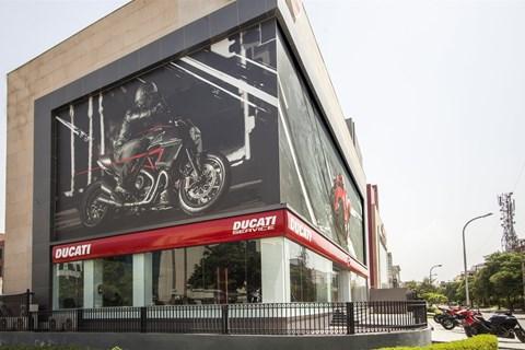 Ducati hält erste Pressekonferenz im weltweit größten DucatiStore
