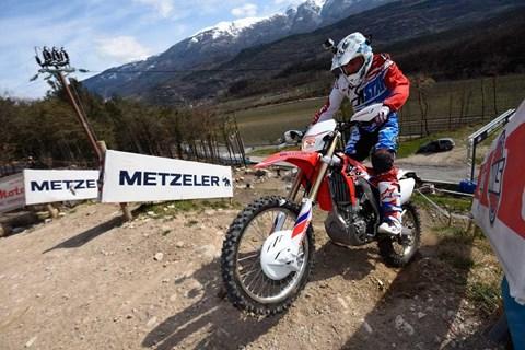 Metzeler stellt neue Mischungen für den Six Days Extreme vor