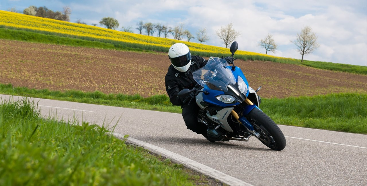 METZELER stellt neuen Sport Touring Radialreifen ROADTEC 01 vor