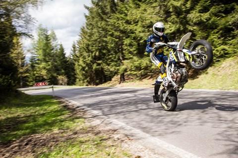 Motorrad-Quartett: Husqvarna 701 Supermoto Test