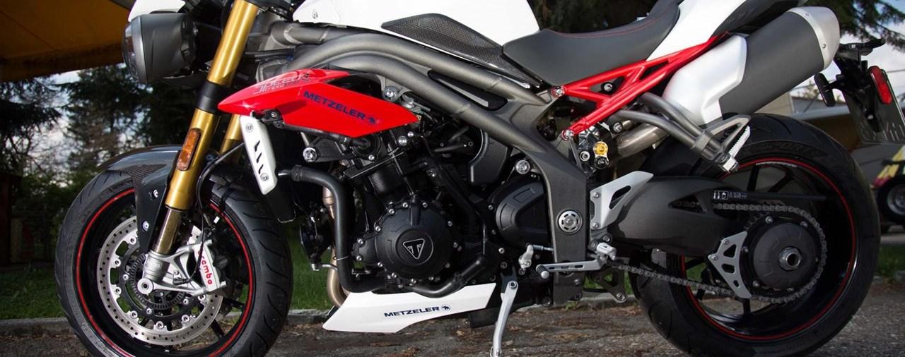 Motorrad-Quartett: Triumph Speed Triple R Test