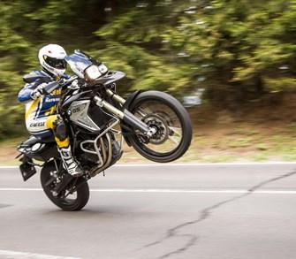 4 Fahrer, 1 Motorrad. Die 1000PS-Redaktion testet