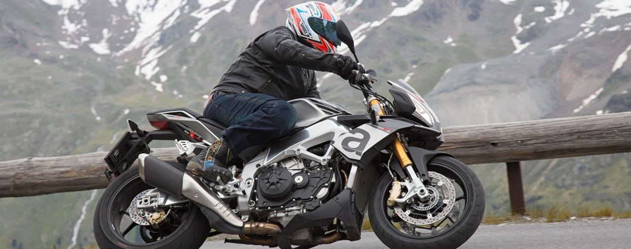 Aprilia Tuono V4 1100 Factory vs. Tuono RR Test in den Alpen 2016