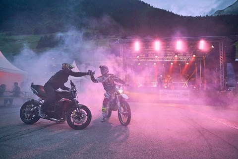Opus rockt zweites Motorrad-Gipfeltreffen in Ischgl
