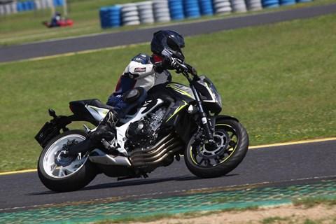 Honda CB650F im Test auf Landstrasse und Rennstrecke