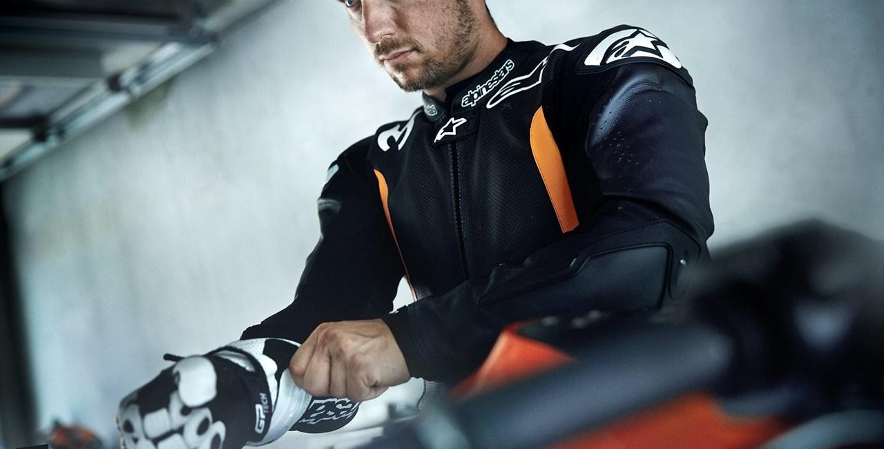 Marcel Hirscher auf der KTM 1290 Super Duke R