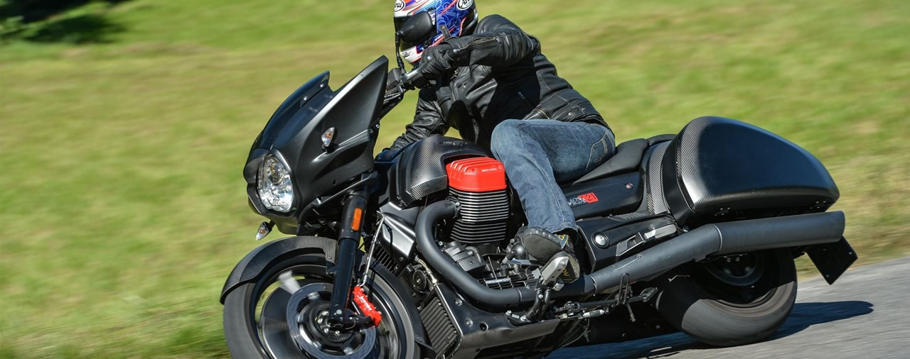 Moto Guzzi MGX-21 Flying Fortress Test 2016 mit Video