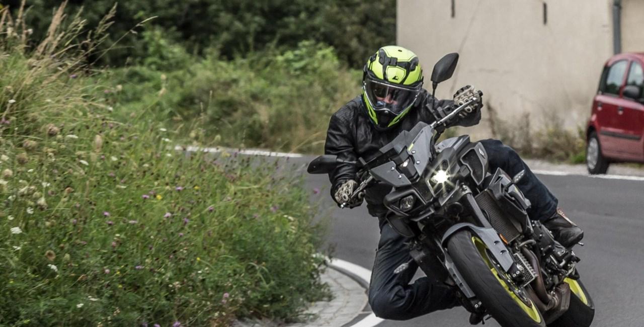 Vierzylinder Power-Naked Bike Vergleich Test 2016