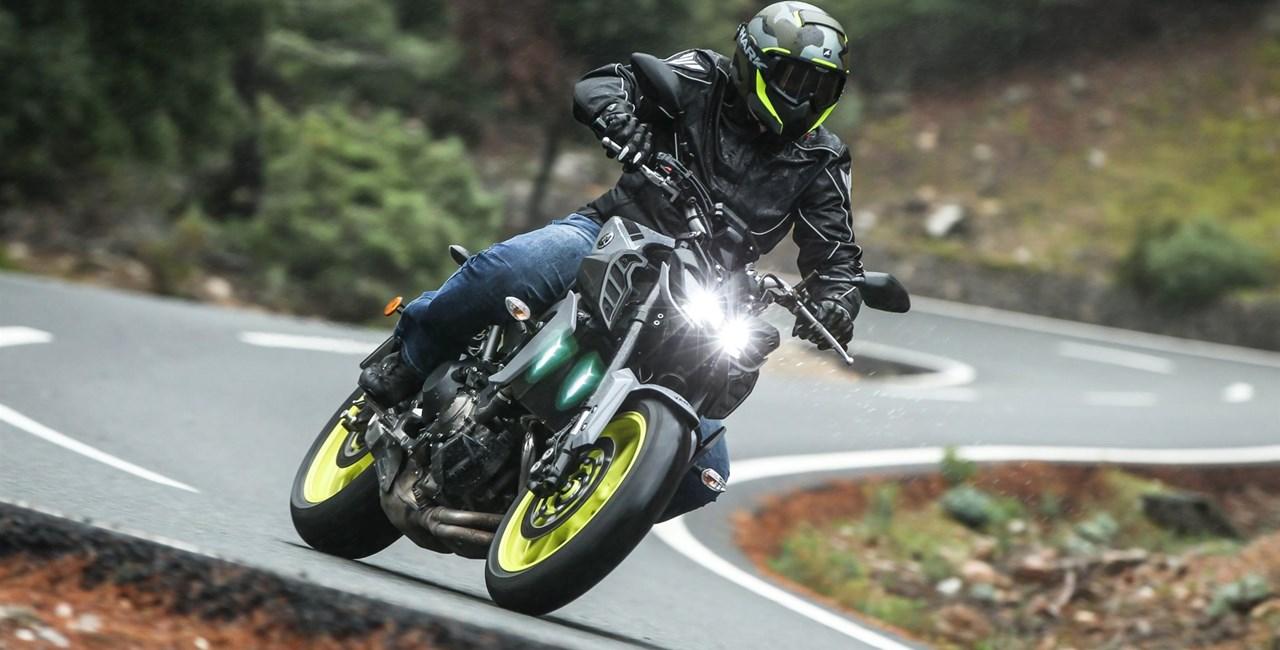 Yamaha MT-09 2017 Testbericht, Bildergalerie und Video!