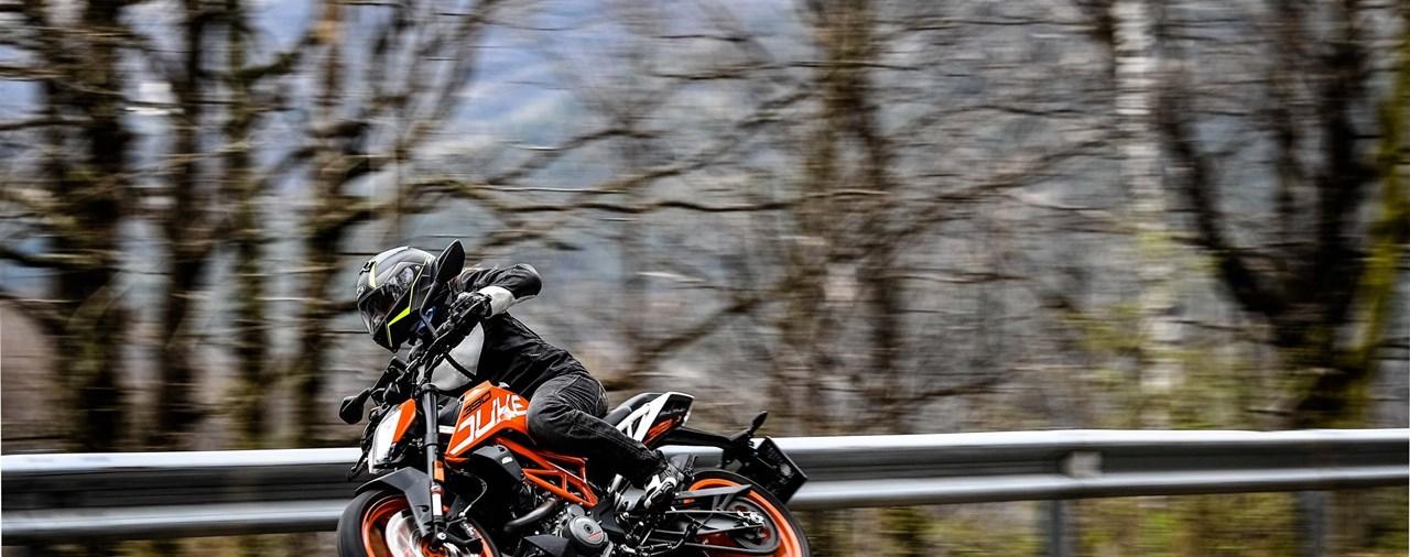 KTM 125 & 390 Duke Test