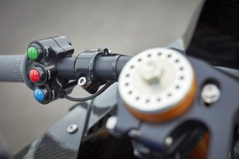 Elektronik und Fahrhilfen der BMW HP4 Race