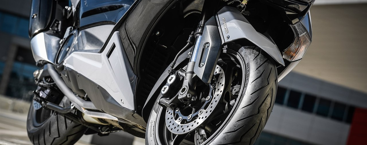Mit der Pirelli Scooter-Promotion Nolan-Helm gewinnen