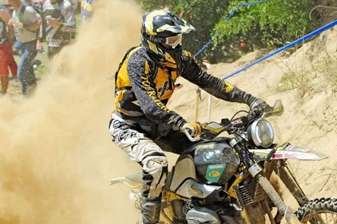 Die Touratech BMW R9X meistert die Red Bull Romanics 2017