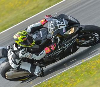 Der neue Race Reifen von Dunlop setzt noch einen oben drauf