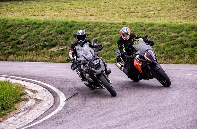 BMW R 1200 GS vs. KTM 1290 Super Adventure S Test 2017