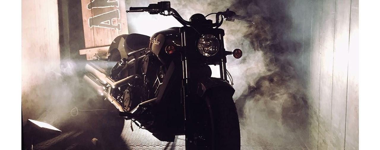 Indian unterstützt Anvil Motociclette mit einer Scout Sixty