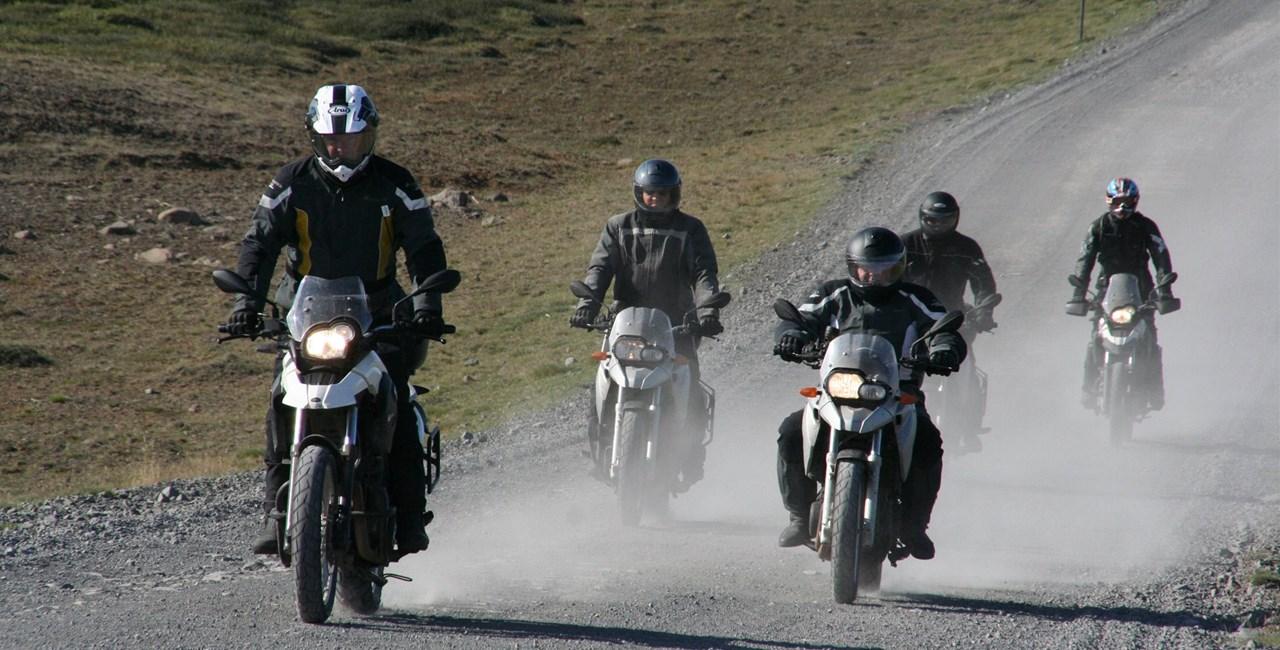 Entdecke Island mit touren & testen