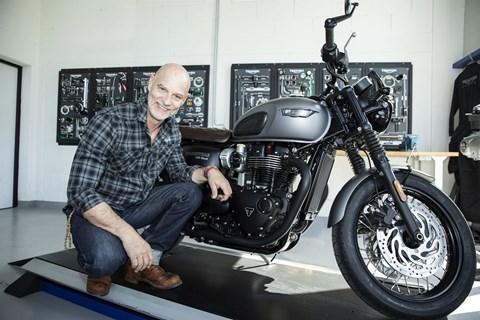 Schauspieler Simon Licht ist neuer Triumph-Markenbotschafter