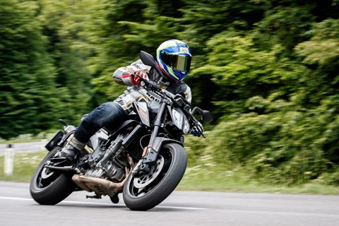 Naked Bike Vergleich 2018: KTM 790 Duke