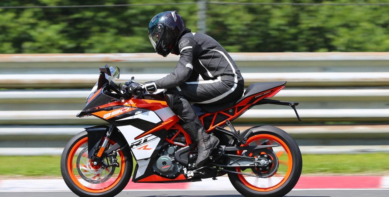 KTM RC390 R & SSP300 Race Kit - Präsentation und Test