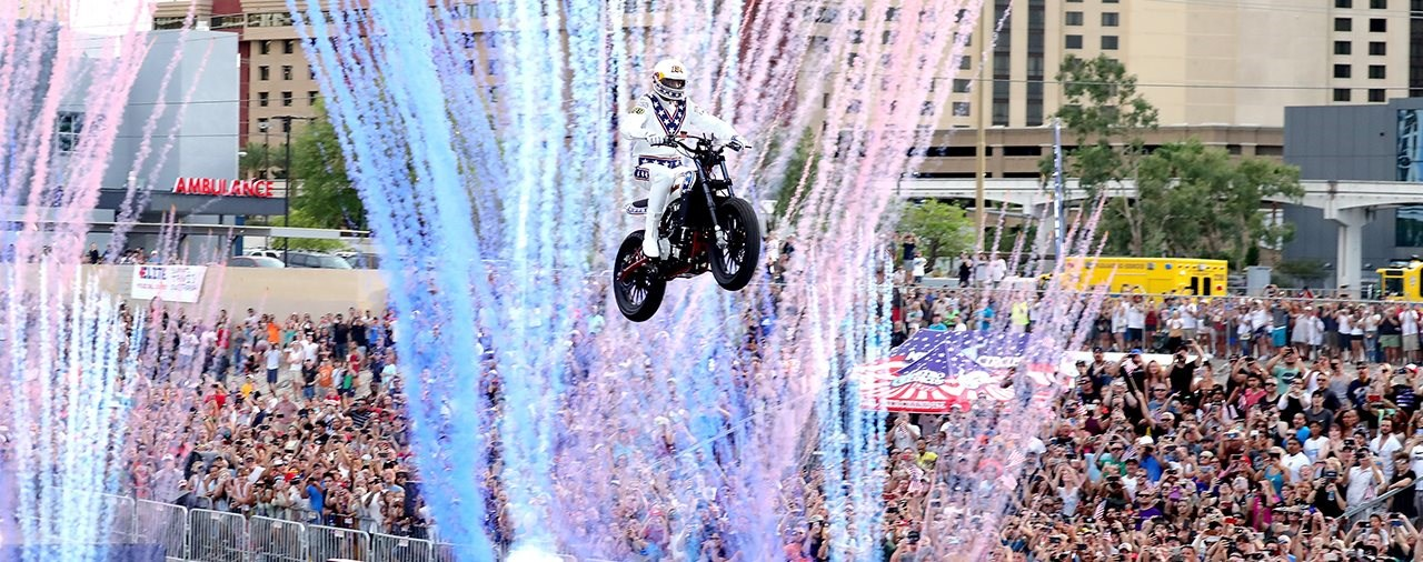 Travis Pastrana übertrifft drei legendäre Stunts von Evel Knievel