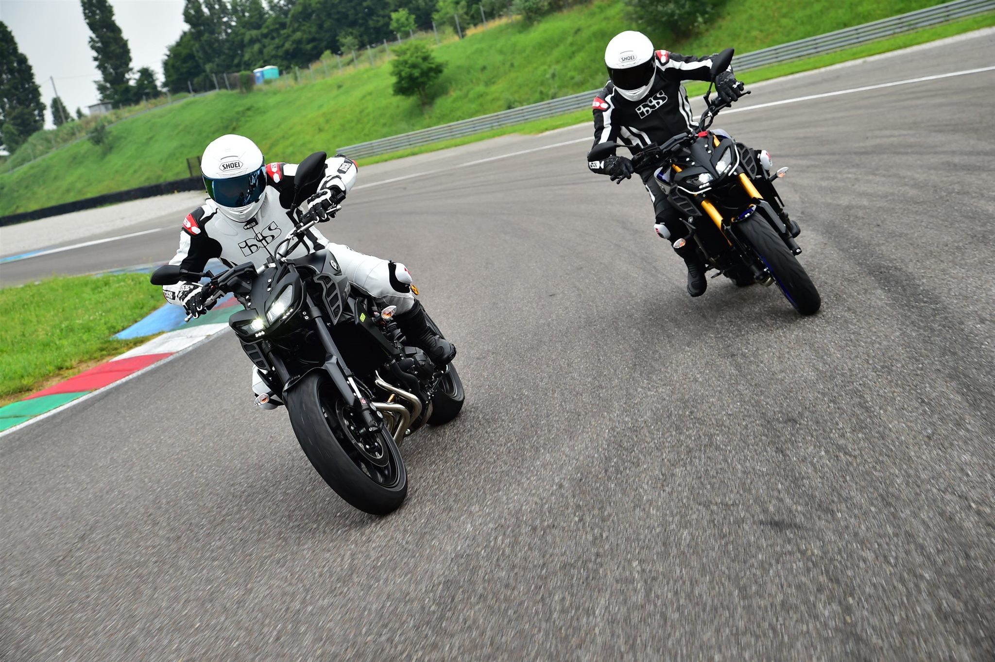 Yamaha MT-09 EVO Swiss Edition vs. MT-09 SP