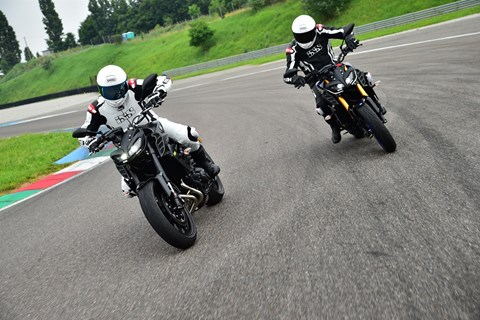 Yamaha MT-09 EVO Swiss Edition vs. MT-09 SP