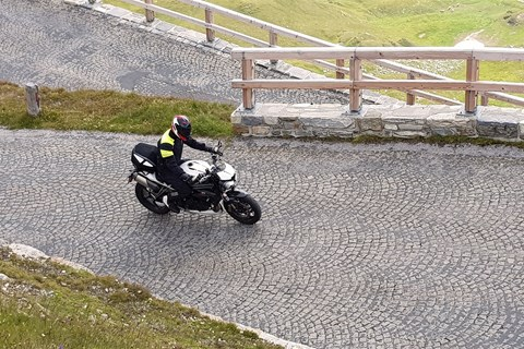 Triumph Speed Triple RS im Passstrassen-Test