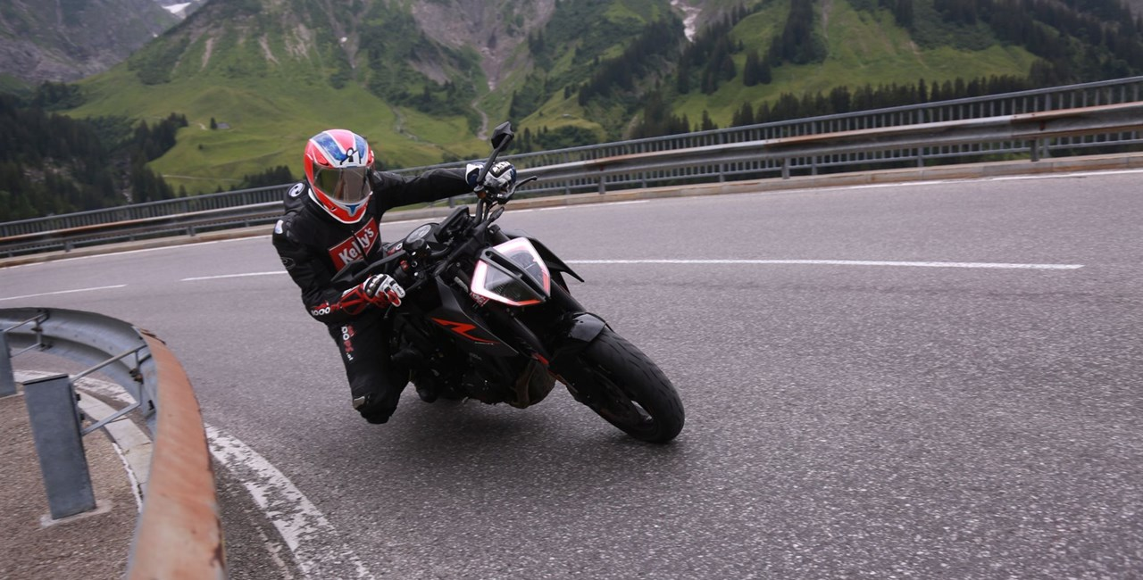KTM Duke Battle - Anrauchen in den Alpen!