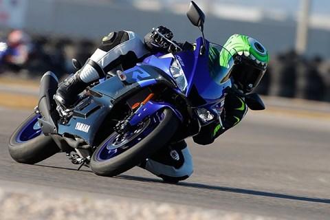 Yamaha YZF-R3 2019 Test auf Landstraße und Rennstrecke