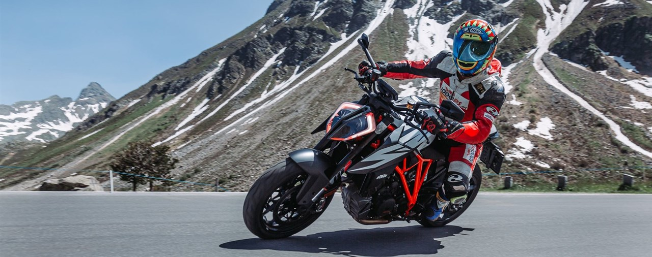 KTM 1290 Super Duke R Test in den Alpen