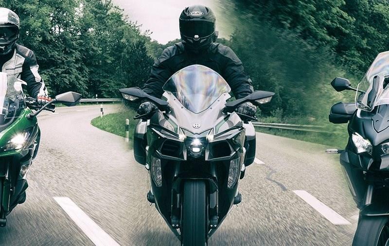 Kawasaki Sporttourer im Test - 3 Motorräder auf Tour