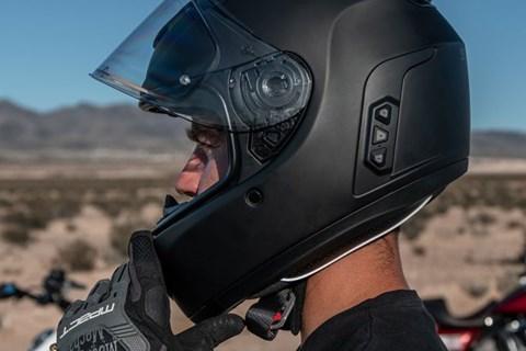 SENA präsentiert neuen Momentum EVO Smart-Helm