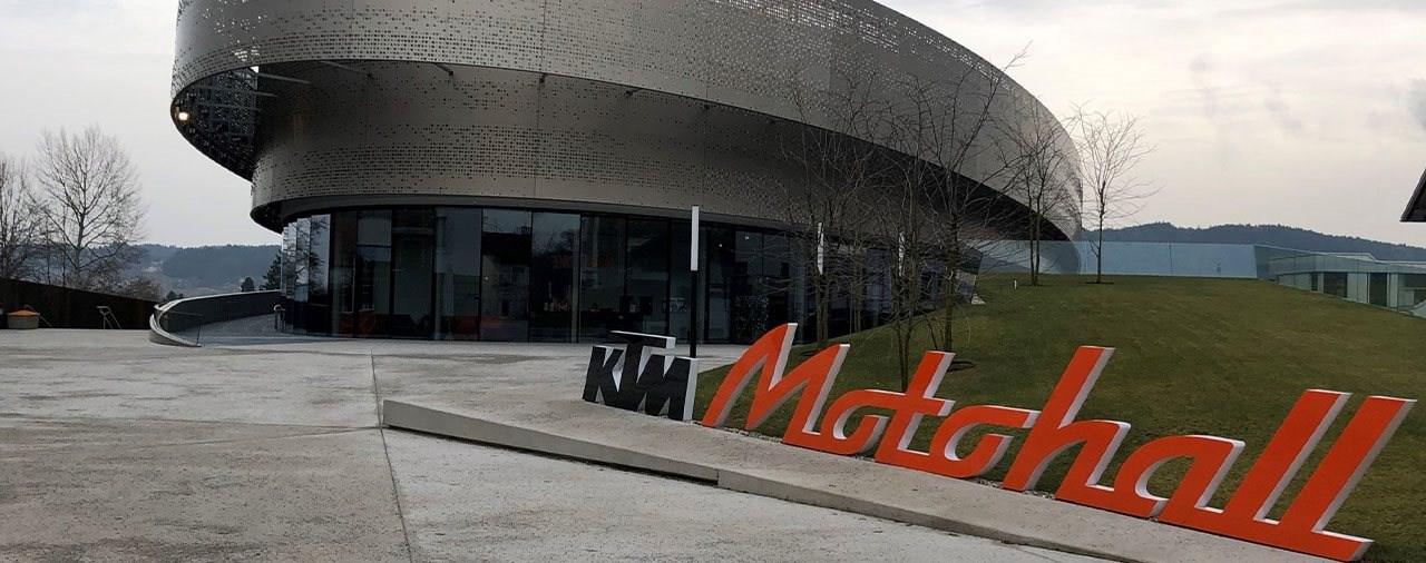 Mädels unter sich - Girls only Tech-Talk in der KTM-Motohall