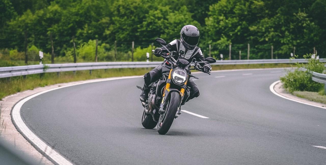 2020er Ducati Monster 1200 S im Landstraßen Test