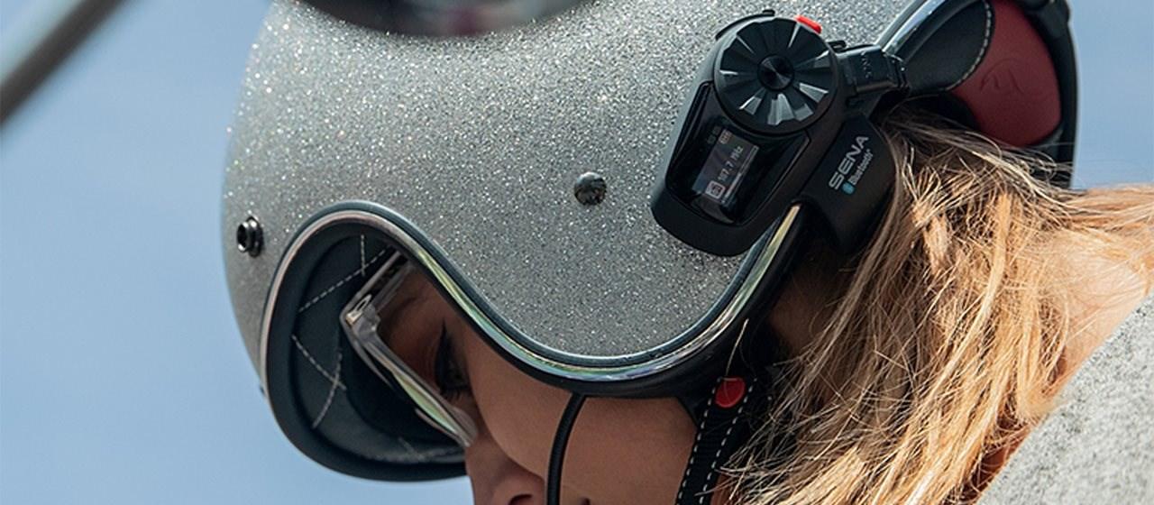 Das neue Sena 5S mit HD-Lautsprechern und LCD-Display