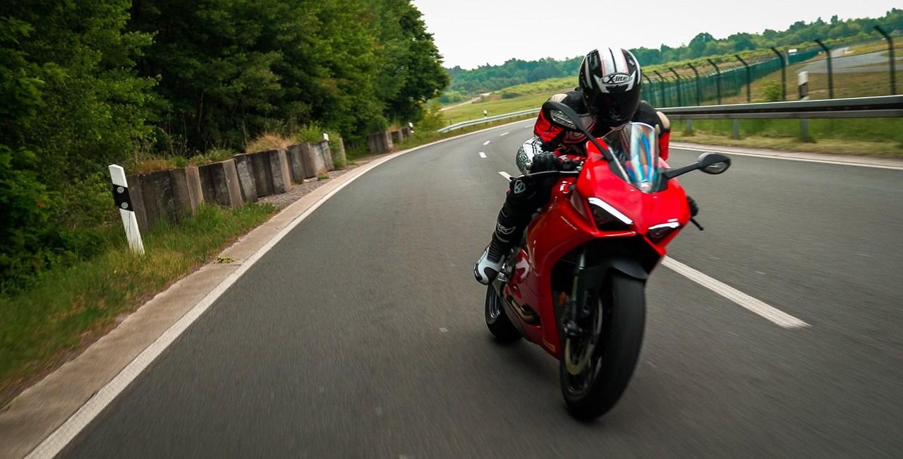 Ducati Panigale V2 - der perfekte Landstraßen Supersportler?!
