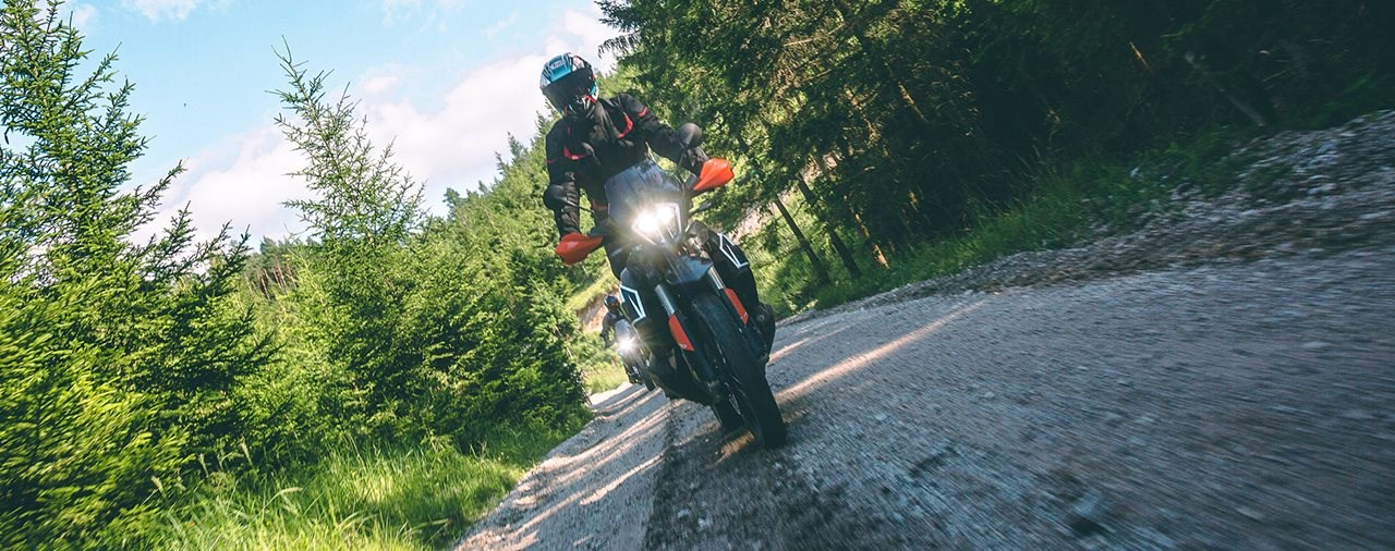 Die KTM 790 Adventure R im Reise-Enduro Vergleichs-Test 2020