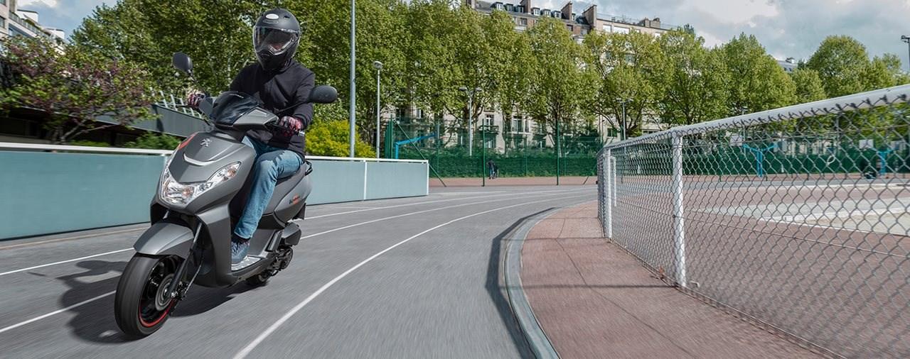 Der richtige Helm für Rollerfahrer